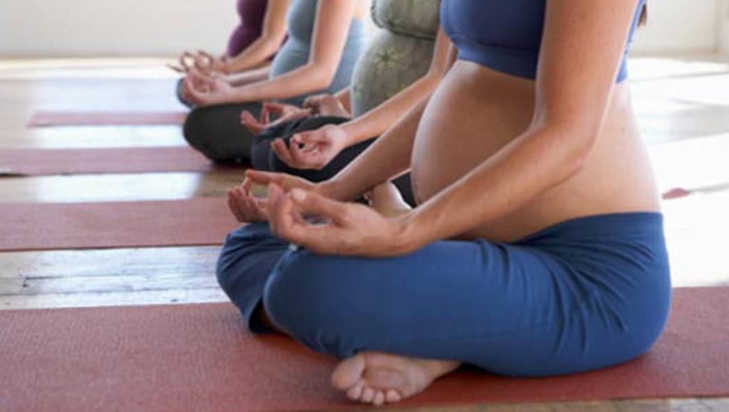 Yoga prénatal sylvie galarneau jpg 1048x593 Yoga enceinte 09bfea1739e